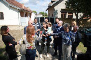Кркобабић у посети првим усељеним кућама